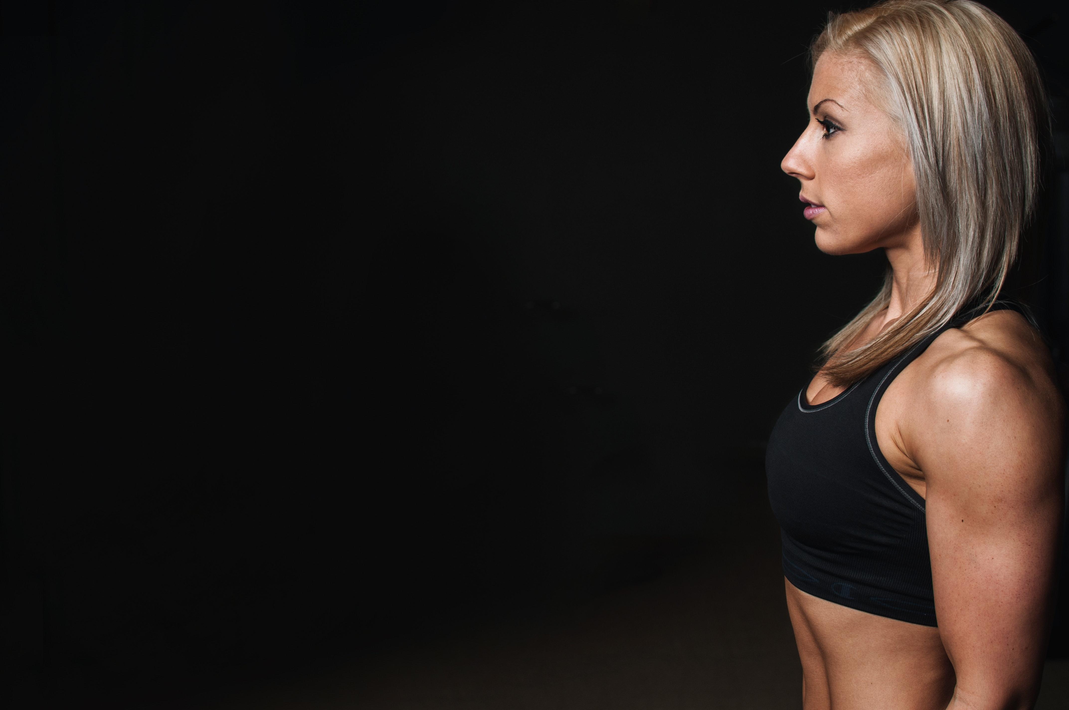 model-women-athlete-training-28054
